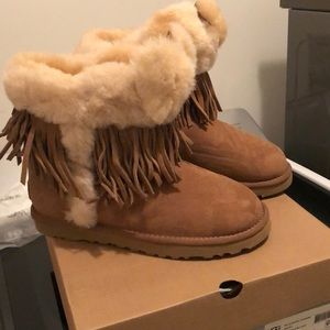 Ladies boots with fringe never worn